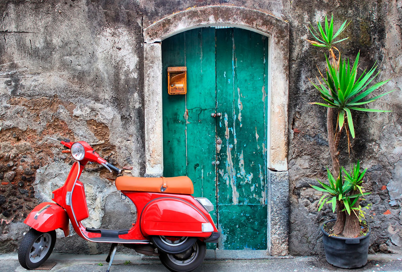 Wall Murals: Italian route on Vespa